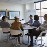 bilde av ansatte møte - Hybrid hverdag